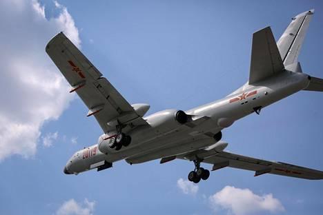 Pitkänmatkan pommittaja H-6K on alun perin venäläisen Tupolev Tu-16 -pommikoneen pohjalta rakennettu kiinalaisversio, joka kykenee laukaisemaan risteilyohjuksia ja kuljettamaan myös ydinaseita.