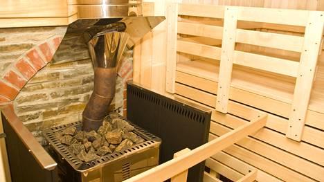 Lasku voi olla iso, jos saunan kiviä ei vaihdeta, asiantuntija muistutaa.