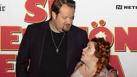 Sami Hedberg ei tuntenut entuudestaan näyttelijäpariaan Kiti Kokkosta, mutta komediatähdet hitsautuivat nopeasti yhteen kuvausten aikana.