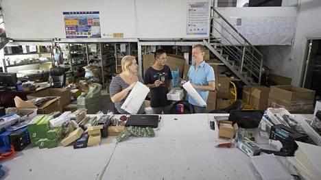 Ville Majasen (oik.) yritys työllistää lähes kolmekymmentä ihmistä, muun muassa Su Miao Huan ja Ifi Xipoliasin. Reilu kolmannes työntekijöistä on suomalaisia.