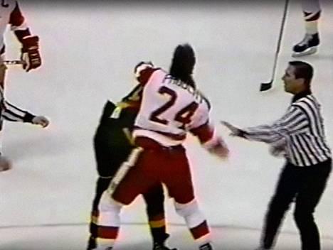 Probert nousi nopeasti pelaajaksi, jota vastaan kukaan ei halunnut NHL:ssä pelata.