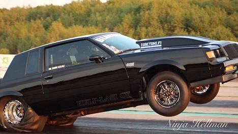 Blacklist Buick tunnetaan siitä, että lähtökiihdytyksessä se keulii niin, että toisinaan takapuskuri raapii asvalttia.