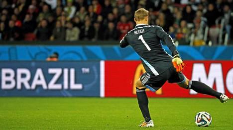 Manuel Neuer on taitava pallonkäsittelijä.