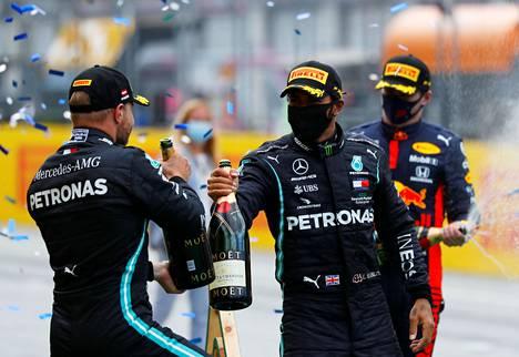 Mercedes otti kaksoisvoiton.