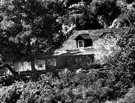 Tate-murhat tehtiin osoitteessa Cielo Drive 10050. Talo purettiin 1994, ja sen tilalle rakennettiin uusi. Samalla osoite muuttui Cielo Drive 10066:ksi.