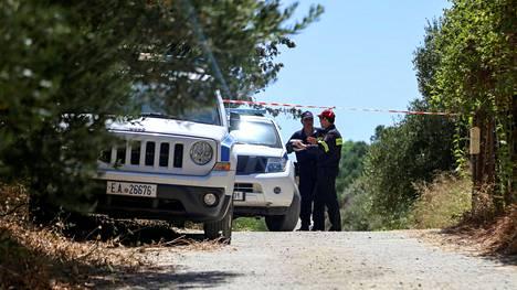 Viranomaiset eristivät nauhoilla bunkkerin alueen Suzanne Eatonin ruumiin löytymisen jälkeen.