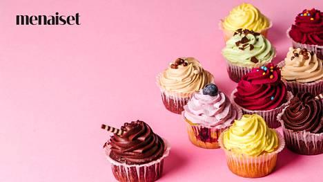 Kymmenisen vuotta sitten muffinsit katosivat ja tilalle tulivat cup caket. Kuppikakkujen idea tuntui olevan se, mitä enemmän kuorrutetta ja koristuksia leivonnaisen päällä, sen parempi. Syömistä ylimääräiset tilpehöörit eivät kuitenkaan millään tavalla helpottaneet.