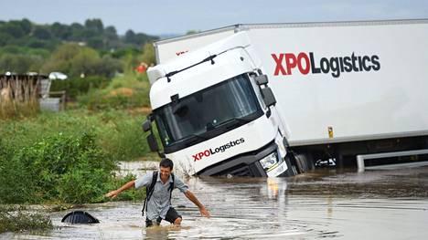 Sään ääri-ilmiöt yleistyvät ilmastonmuutoksen vuoksi. Kuva Etelä-Ranskan tulvista tiistailta.