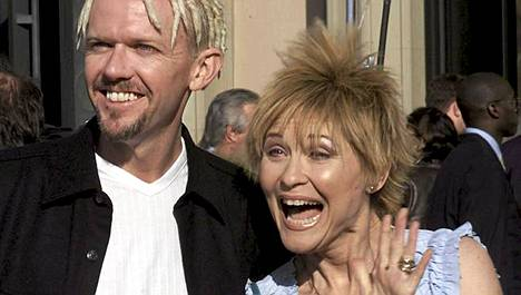 Robert MacNaughton näytteli Elliotin isoveljeä ja Dee Wallace Stone äitiä E.T:ssä.