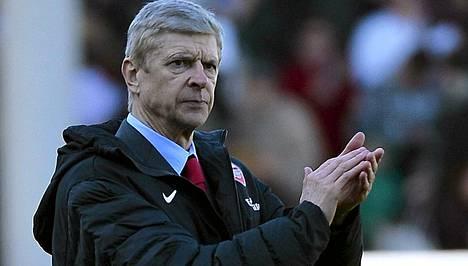 Arsene Wenger toivoo fanien käyttäytyvän hyvin Robin van Persietä kohtaan.