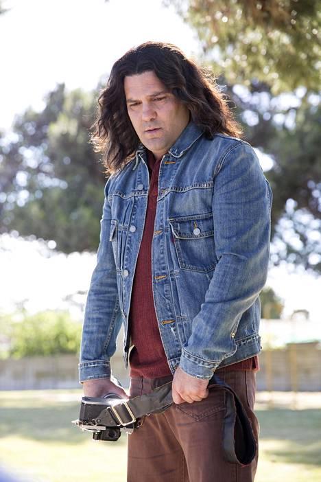 Guillermo Díaz näyttelee sarjamurhaaja Rodney Alcalan roolin.