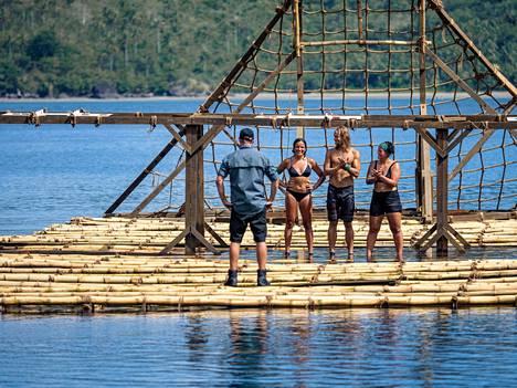 Kuva Selviytyjien finaalijaksosta. Kolme parasta olivat Nora (oikealla), Kai (keskellä) ja Viivi.