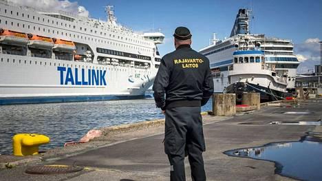 Tulijoiden käännytykset ja maahantuloedellytysten selvittely ovat työllistäneet merivartioston henkilöstöä Helsingissä merkittävällä tavalla.