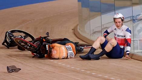 Van Riessen jäi makaamaan maahan huolestuttavasti.