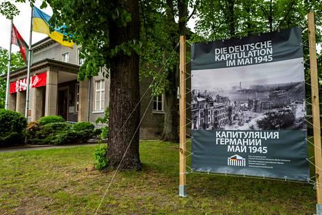Tässä talossa Karlshorstissa allekirjoitettiin Saksan ehdoton antautumisasiakirja 8. toukokuuta 1945. Rakennus on nykyisin museo.