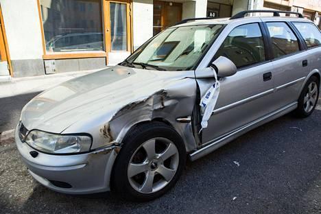Pengerkadulla parkissa ollut auto sai välikohtauksessa osumaa.