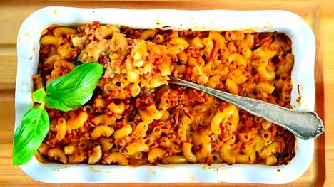 Vegaaninen makaronilaatikko on tehty soijarouheeseen ja kaurakermaan.