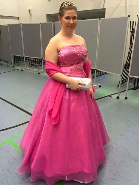Krista osallistui vanhojen tansseihin vuonna 2016.