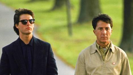 Vuoden 1988 Sademies-elokuvan rooleissa ovat juppia esittävä Tom Cruise ja tämän autistista veljeä näyttelevä Dustin Hoffman.