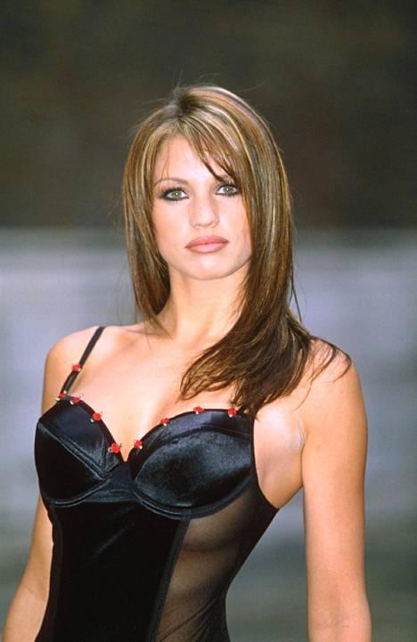 Jordan eli Katie Price osallistui vuonna 1999 hyväntekeväisyysmuotinäytökseen.