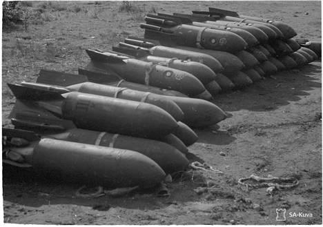 Suomalaiskoneet kylvivät neuvostokentille tuhansia kiloja lentopommeja.