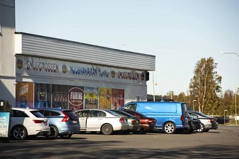 Nuuskakaupassa oli runsaasti kävijöitä Haaparannalla.