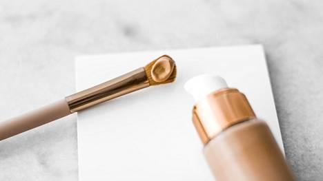Meikkivoide on vain yksi erilaisista ihomeikin vaihtoehdoista.