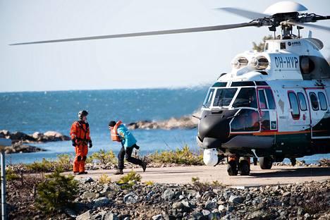 Kuvituskuva meripelastushelikopteri Super Pumasta suuronnettomuusharjoituksista. Myös tässä onnettomuudessa paikalle lensi Super Puma -kopteri.