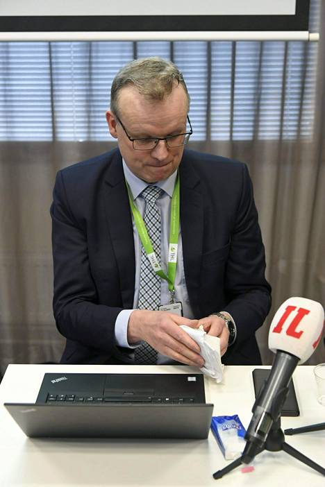 THL:n pääjohtaja Markku Tervahauta THL:n infotilaisuudessa koronaviruksesta maaliskuussa.