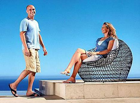 Vegasissa asuva pariskunta halusi osan huonekaluista olevan käyttökelpoisia niin ulkona kuin sisälläkin.