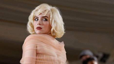 Billie Eilishin asuvalinta Met-gaalassa huokui vanhan Hollywoodin glamouria.