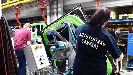 Valmet Automotive on kiertänyt eri paikkakunnilla houkuttelemassa ihmisiä Uuteenkaupunkiin.