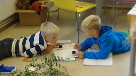Tomorrow-dokumentin tekijät vierailivat Espoon Kirkkojärven peruskoulussa tutustuakseen suomalaiseen koulujärjestelmään.