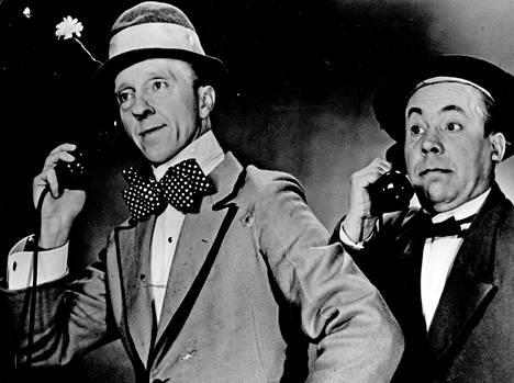 Esa Pakarinen ja Masa Niemi, eli Pekka ja Pätkä, tekivät yhdessä 13 elokuvaa. Kuva elokuvasta Pekka ja Pätkä miljonääreinä (1958).