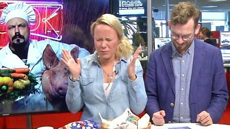 Toimittajat Katri Utula ja Taneli Topelius katsoivat Mad Cook Show'n ennakkoon: osa ruokalajeista herätti vahvan hyi-reaktion.