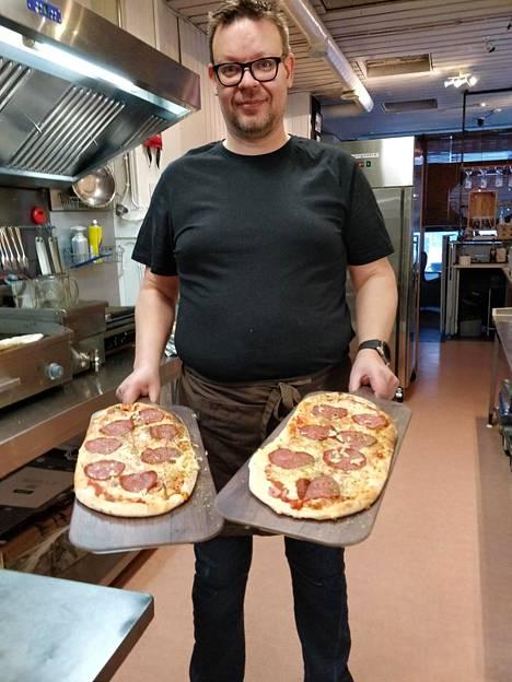 Torniolainen Henry Saloniemi sai viime perjantaina yllätysvieraita ravintolaansa.