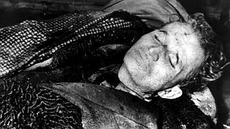 Kuvat Nicolae Ceausescun ruumiista julkaistiin pian tämän teloituksen jälkeen.
