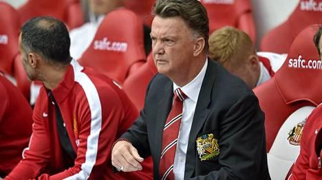Louis van Gaal valmentaa ensimmäistä kauttaan Manchester Unitedissa.
