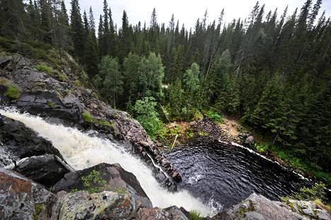 Puolangalla sijaitseva Hepokönkään vesiputous on yksi Suomen korkeimmista luonnonvaraisista putouksista.