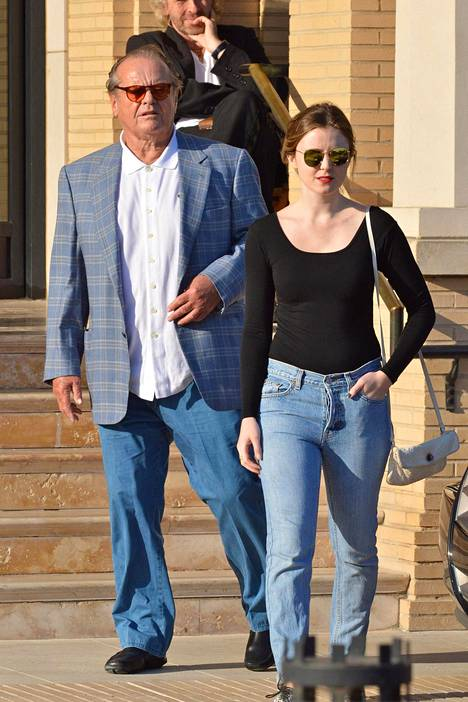 Nicholson yhdessä tyttärensä Lorrainen kanssa. Lorrainen äiti on näyttelijä Rebecca Broussard.