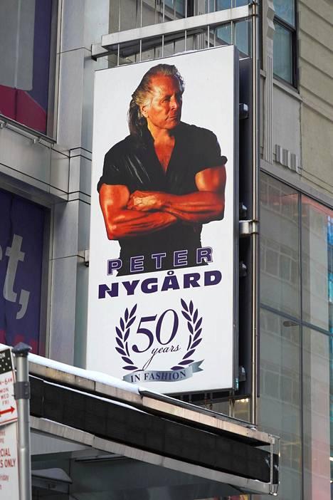 Peter Nygård johti perustamaansa muotiyritystä. Hän asetti yrityksensä saneeraukseen viime vuoden maaliskuussa.