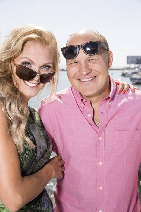 Pariskunta sai oman tv-ohjelman syksyllä 2016, kun TV5-kanavalla nähtiin Riemuloma Palandereilla -ohjelma.