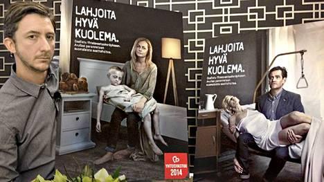 Strada-ohjelman Ivan Puopolo esittelee Yhteisvastuukeräyksen uusia kampanjajulisteita.