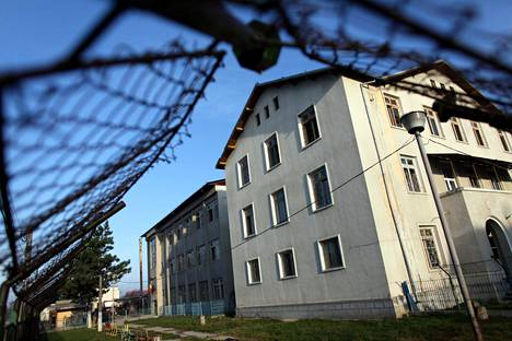 Bitenisin lastenkotia pidettiin yhtenä pahimmista Romanian kommunistisen diktatuurin aikana. Laitos sijaitsi Romanian lounaisosassa.