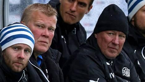 Matti Vikman (toinen vas.) on RoPSin joukkueenjohtaja.