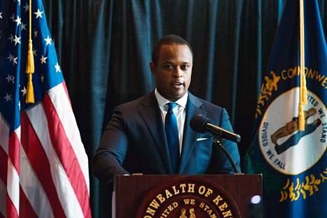 Kentuckyn osavaltion oikeusministeri Daniel Cameron puhui keskiviikkona medialle Louisevillessä.