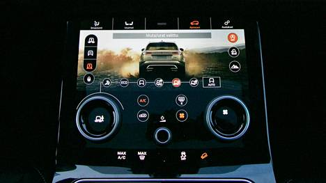 """Muun muassa Range Rover Velariin on asennettu testimielessä """"älylompakko"""", jonne kilahtaa kryptovaluuttaa tietojen luovutusta vastaan."""