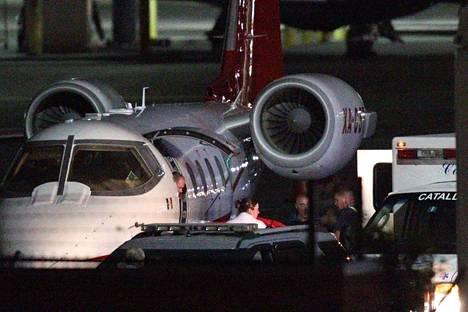 David Ortiz siirrettiin maanantaina Bostonissa lentokoneesta ambulanssiin, joka vei hänet leikattavaksi Massachusettsin aluesairaalaan.