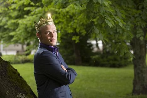 Aki Samuli kruunattiin tangokuninkaaksi Seinäjoella 2015.