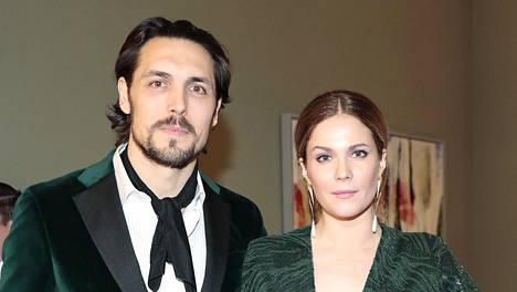 Pihla Viitala on saanut perheenlisäystä puolisonsa Alexander Schimpfin kanssa.